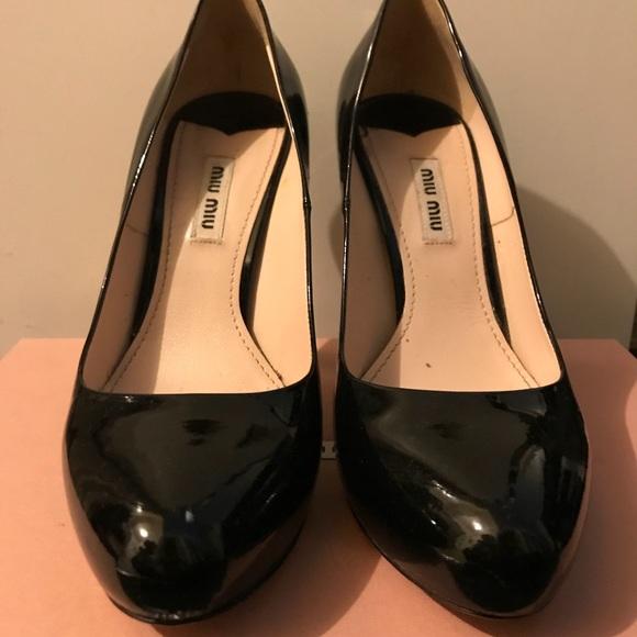 5d8f17b976d Miu Miu Black Patent Leather Classic Pumps. M 5a5d7d9d5521be57d5200b9e